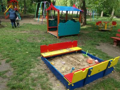 Вуличне дитяче ігрове обладнання